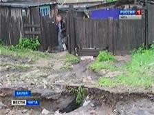 Ливень с градом уничтожил в Балее посадки в огородах